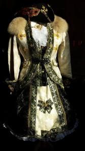 #Venezianischeskostüm Damen schwarz gold Pink Pinscher Köln