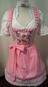 Ein Dirndl-Traum in Rosa! Pink Pinscher Köln