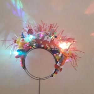 Exklusiver Kopfschmuck mit LED-Beleuchtung